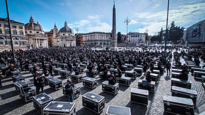 foto roma a piazza del popolo 1000 bauli per la manifestazione ilmamilioit 2612666